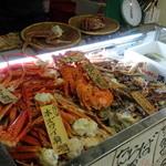 32854731 - 入口でお気に入りの蟹をチョイス
