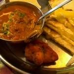 エスタージマハルエベレスト - 野菜のチキンカレーとチーズナン
