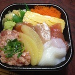 海鮮丼 丼丸 小阪店 - まんぷく丼(540円)+トッピング数の子(108円)