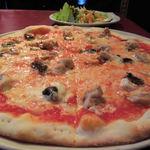 32855241 - 大きなピザ、美味しそう