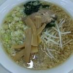 ラーメン工房 繁 - 海鮮とんこつ(醤油・こってり)680円