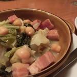 32860049 - ちりめんキャベツ、ベーコン、ひよこ豆のブイヨン煮 \600