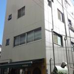 サンギュリエ - 4階建て建物の1階部分
