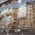 自然庵 - 店内お豆腐販売しています。