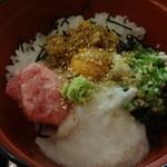 はらぺこダイニング - マグロのすき身とねばねば野菜の丼ぶり:850円