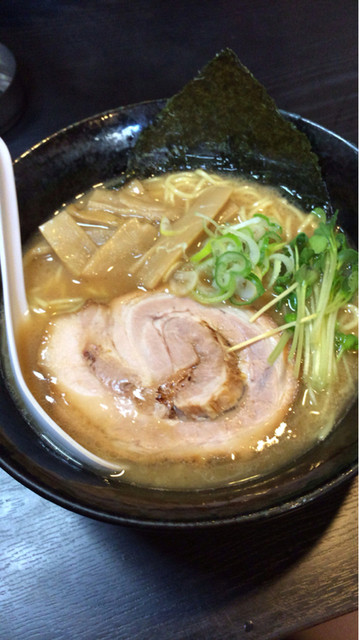 ラーメン いっ ぱち 博多おんな節。:いっぱちの豚骨ラーメンは1杯250円!@18ラーメン大土居店