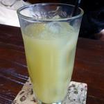 丸太小屋レストラン  びんずる - りんごジュース