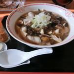 レストラン 湖水  - きのこは、椎茸、なめこ、もたし、舞茸、きくらげの5種類。