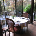 エルミタージュ ドゥ タムラ - 中庭の見えるテーブル席 (2014/11)