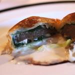 エルミタージュ ドゥ タムラ - タラの白子とトリュフのパイ包み、ネギクリームソース を割ってみれば (2014/11)