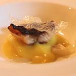 エルミタージュ ドゥ タムラ - 萩より届いたイサキをポテトのマリナードに5時間漬けて炭火焼 新米のガレットとソース (2014/11)