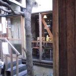 囲茂庵 - 瓦屋根くぐったところの入り口