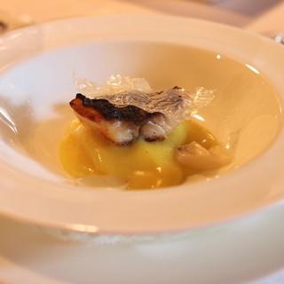 エルミタージュ ドゥ タムラ - 料理写真:萩より届いたイサキをポテトのマリナードに5時間漬けて炭火焼 新米のガレットとソース (2014/11)