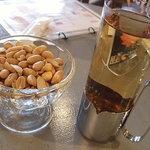 BOSSA - ホットウイスキー、ピーナッツ