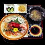 32871700 - 海鮮丼に味噌汁、漬物、切干大根煮物、醤油が付く