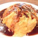 32871795 - ランチセット 980円 の若鶏のチーズオムライス デミグラスソース