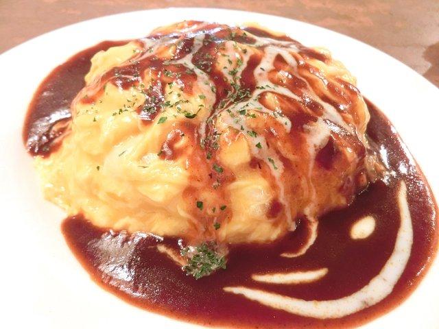 カフェ フランジパニ - ランチセット 980円 の若鶏のチーズオムライス デミグラスソース