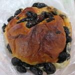 32872309 - 名物黒豆パン180円