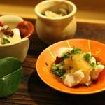 一平 - 前菜: 白子のポン酢和え、おひたし(ほうれん草とキノコ)、