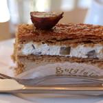 ベルグフェルド - 料理写真:ナポレオン 栗とクリームと2層になってます サクサクでおいしい♪