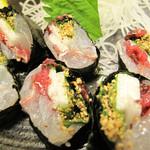 網元 - 魚ののり巻き(山芋入り)。 白身魚の刺身とシソ・山芋・梅を細巻き風に巻いたものです。 刺盛りより美味しかったです。