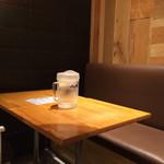 32875838 - 店内奥のテーブル席