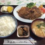 日進軒 - しょうが焼定食(1050円)