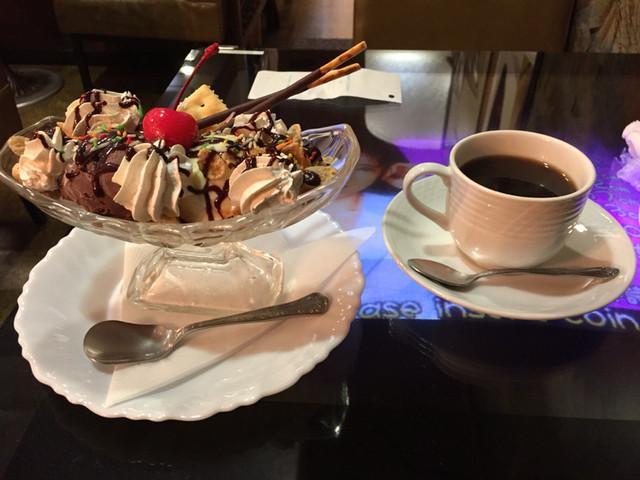 白鳥 - チョコレートサンデー(600円)、コーヒー(400円)