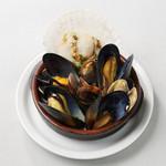 貝の白ワイン蒸し サフラン風味