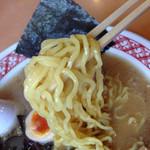 32883548 - 2014/11/☆  麺は中太、ちぢれ麺