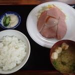 アトム - ハムエッグ定食 810円