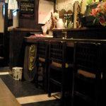 ノンカイ - カウンターが寿司屋っぽい