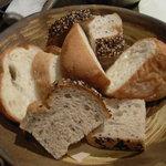 ぞろ芽 - お代わりし放題のパン