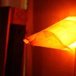 バー トタン  - 柔らかい光が癒しと独特の空間を演出しています。