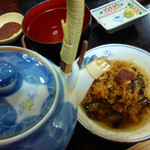 大和田 - お茶をかけているところ