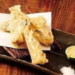 海老とクリームチーズの湯葉巻揚げ