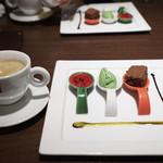 トラットリアチンクエポンテ - デザート盛り合わせと食後のコーヒー