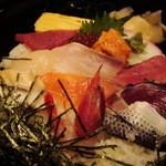 329912 - 海賓亭 八重洲さん 海鮮丼の蓋をあけるとこんな感じ