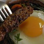 オリーブ - 煮込みハンバーグ(断面)