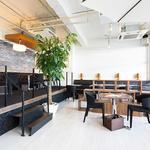 スンドゥブカフェダンロ - 全57席の白を基調とした広々なお洒落な店内です。