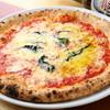 ピッツェリア・トラットリア・メッシーナ - 料理写真:チーズがとろ~り『マルゲリータ』