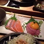 小樽食堂 - サーモンの刺身と月見ネギトロ