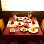 グリル アンドウ - ◆お席(ご希望のお席はお早めにご予約ください)  カウンター席(2~8名様)  テーブル席(4~30名様)  テラス席(2~12名様)
