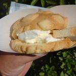 世界で2番めにおいしい焼きたてメロンパンアイス - メロンパンアイス