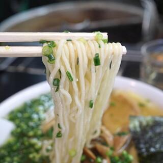 中華そば 高はし - 細めのちぢれ麺 (2014/11)