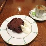 カフェ ミミ - ガトーショコラ、ブレンドコーヒー