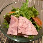 レストランITOSHIMA - ランチのサラダ。おかわりはセルフでOK♪