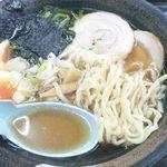 32925524 - 喜多方ラーメン 麺&汁アップ (フラッシュ有)