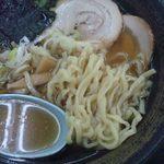 32925525 - 喜多方ラーメン 麺&汁アップ (フラッシュ無)