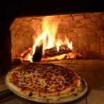 イザカヤ・ジャ・ナイ - 石釜で焼くピザは格段に美味しいですよ〜!